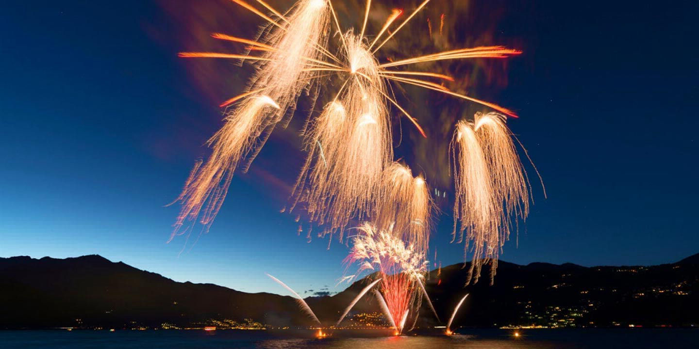 boat rental for fireworks display
